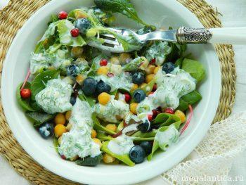Как приготовить салат микс с ягодами и нутом - рецепт с фото