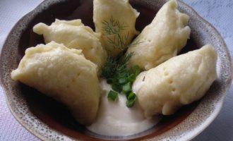 Как приготовить вареники с соленым сыром — рецепт с фото