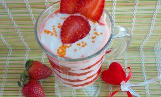 Как приготовить десерт с клубникой и йогуртом — рецепт с фото.