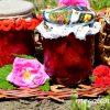Варенье из клубники с лепестками розы