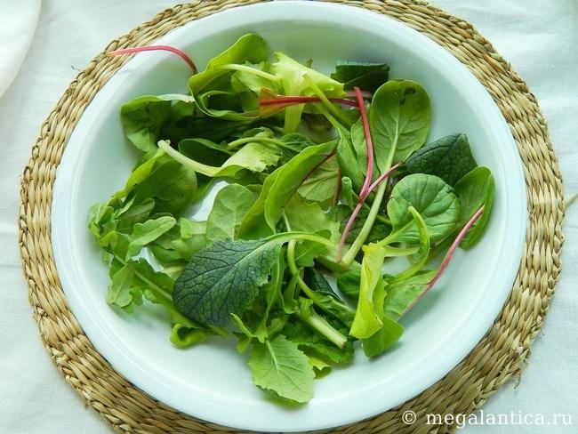 Салат микс с ягодами и нутом - рецепт с фото