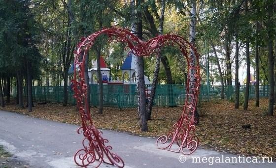 арка-сердце для романтичных фотос