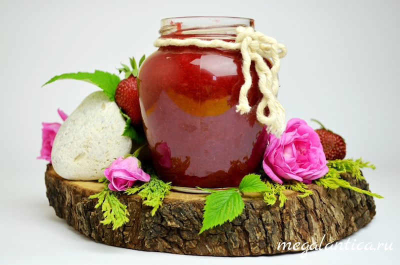 джем из клубники и лепестков чайной розы