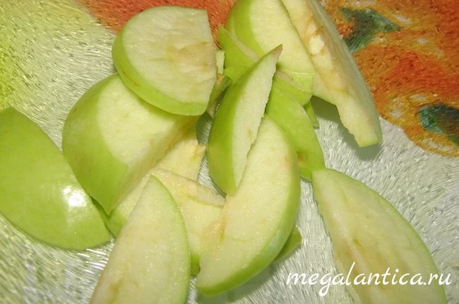 Чай с яблоками и смородиной